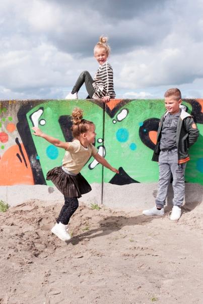 Jensen Familyshop, modefotografie, strand, graffiti